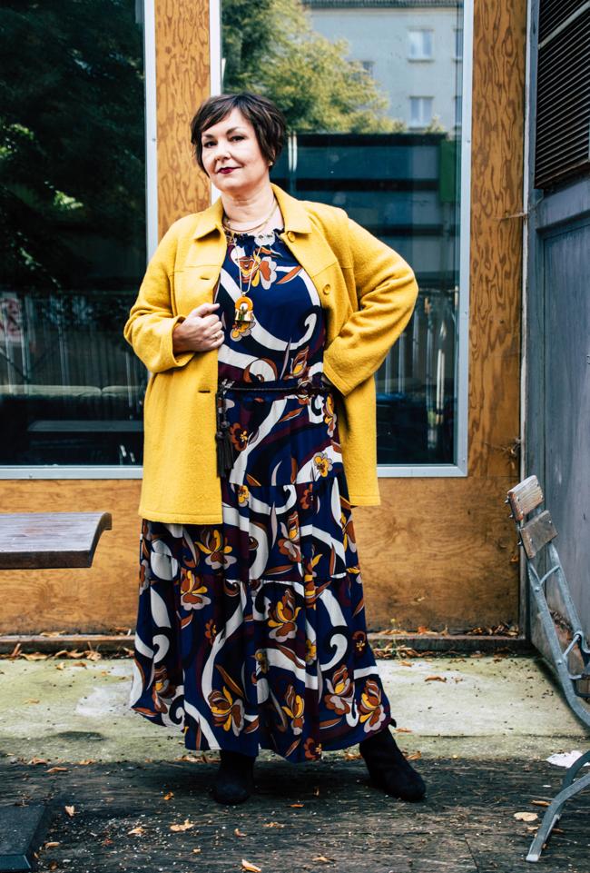 Mystery Shooting: Wenn Geschichte verschwindet. Ich habe einige dieser Lost Places modisch inszeniert. Jacke: Persona by Marina Rinaldi. Kleid: Apart Fashion.