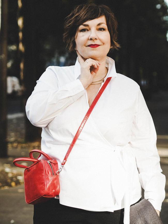 French Chic goes Plussize: Susanne Ackstaller zeigt die schönste Pariser Mode, die auch Frauen mit etwas mehr stehen.