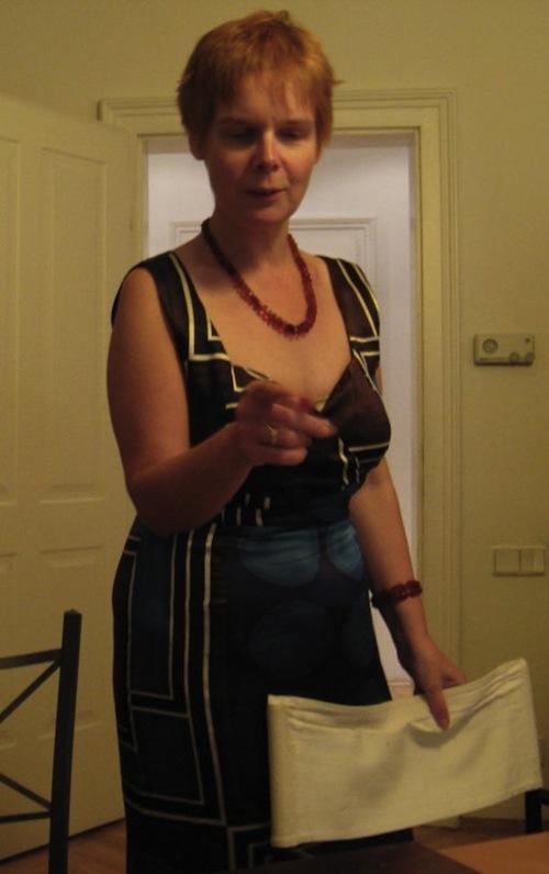 Der 45. Geburtstag: eine wunderschöne Frau im Abendkleid