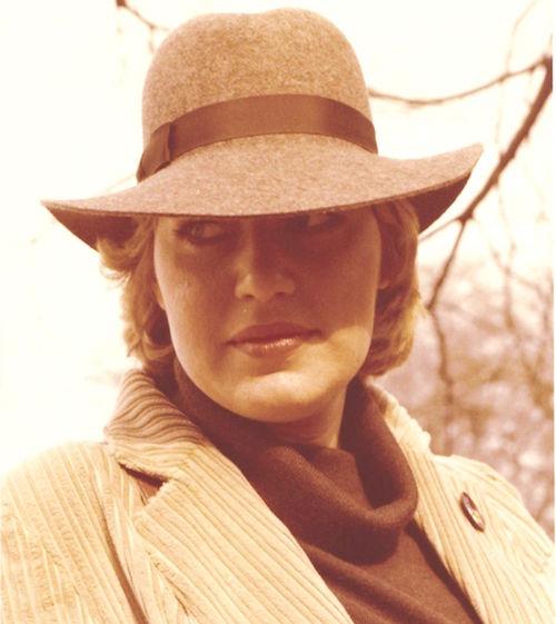 Barbara Lotte mit Hut 1980