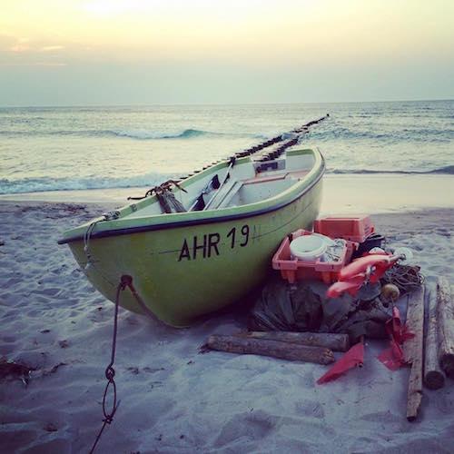 Boot am Strand von Ahrenshoop