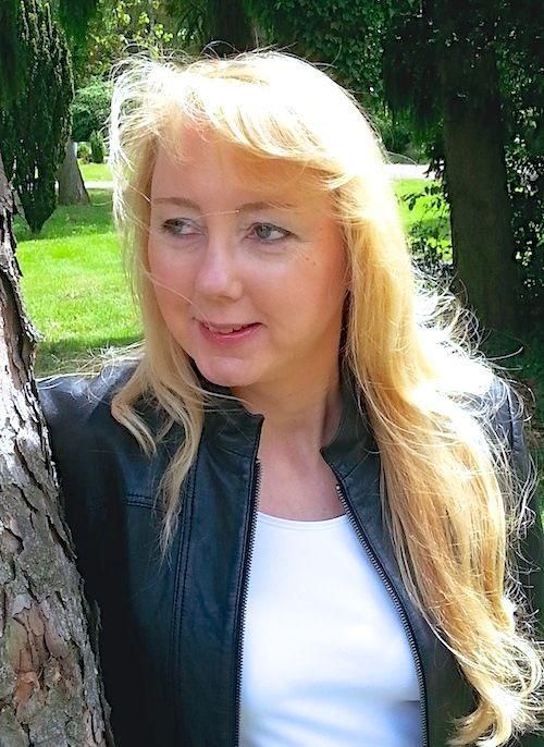 Christine Lawens, 2014, mit Lederjacke.