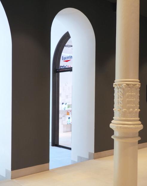 Eucerin HautInstitut: Blick auf den Eingang