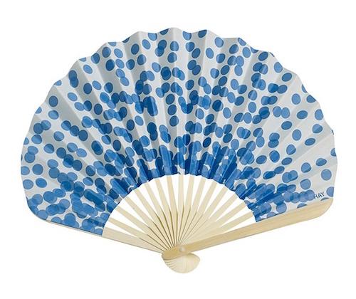 Papierfächer mit blauen Punkten