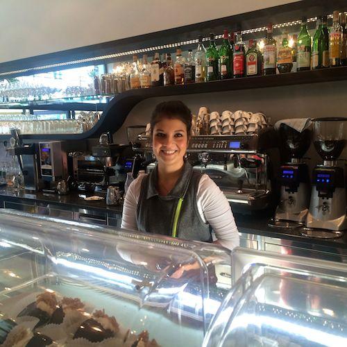 Meran: Frühstückscafé mit charmantem Lächeln