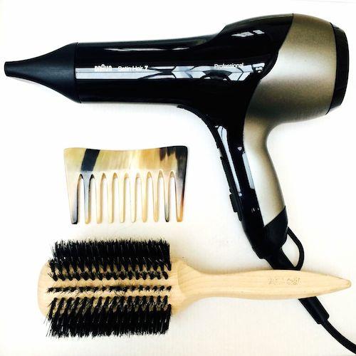Die richtigen Haarpflegeutensilien: Hornkamm, Bürste mit Naturborsten, Braun SensoDryer Satin Hair