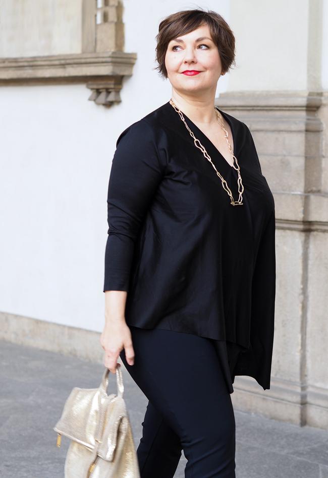 Eleganz in Schwarz und Gold. Aufgenommen in der Pinacoteca di Brera