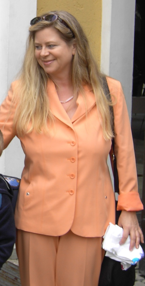 Michaela Pelz: Einschulung im apricotfarbenen Hosenanzug