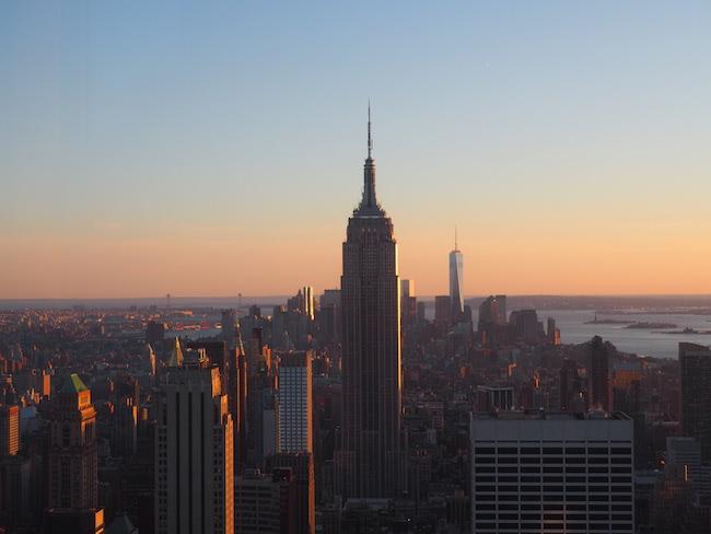 New York City: Empire State Building vom Rockefeller Center aus gesehen