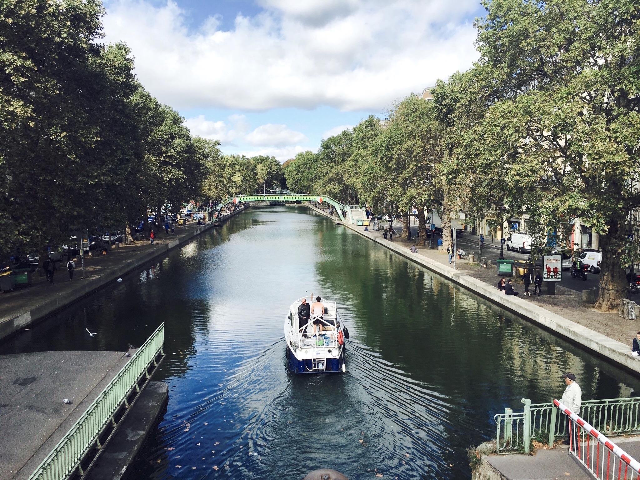 Paris. Ein Boot auf der Seine.
