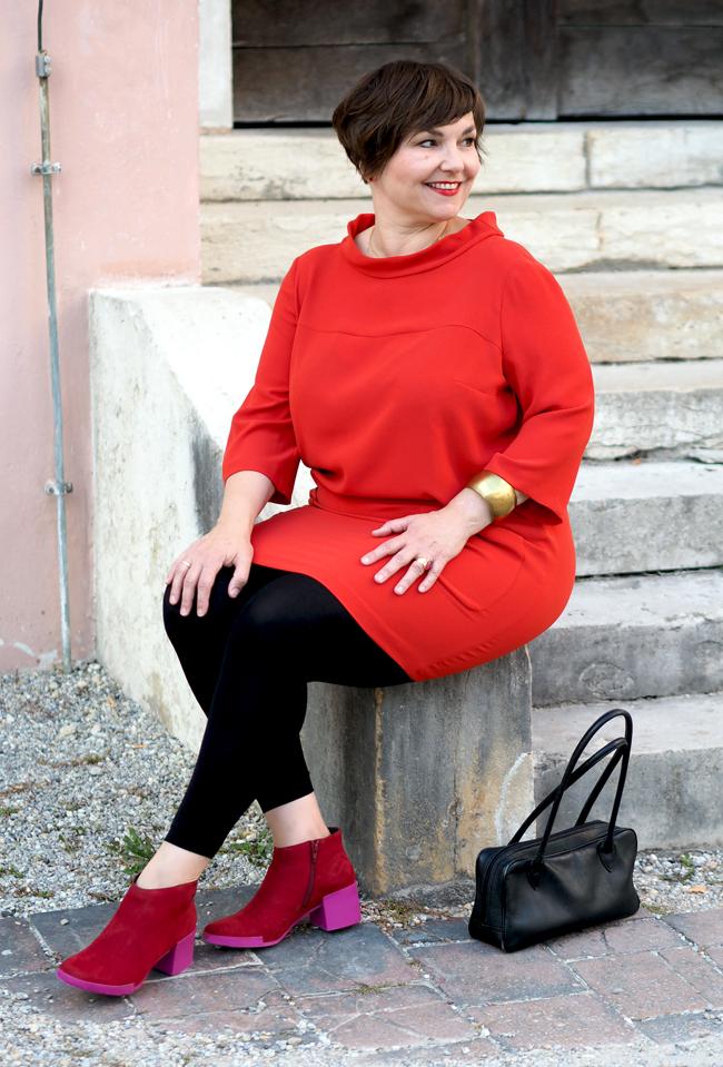 Rotes Longshirt von Sallie Sahne, Stiefeletten Lotta vom Camper