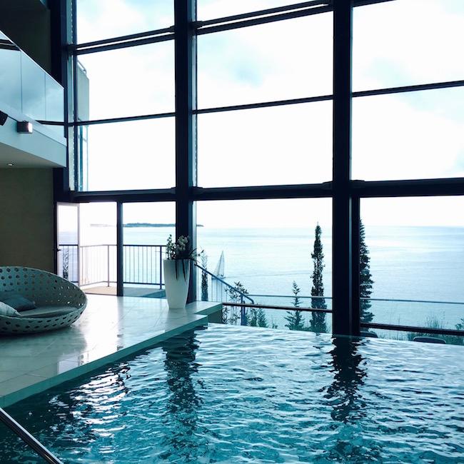 Schwimmbad im Grand Hote Bernadin in Portoroz - mit Blick aufs Meer