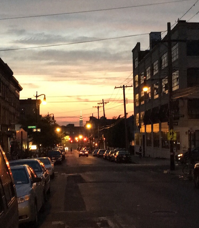 Sonnenuntergang über der Wykoff Avenue in Bushwick