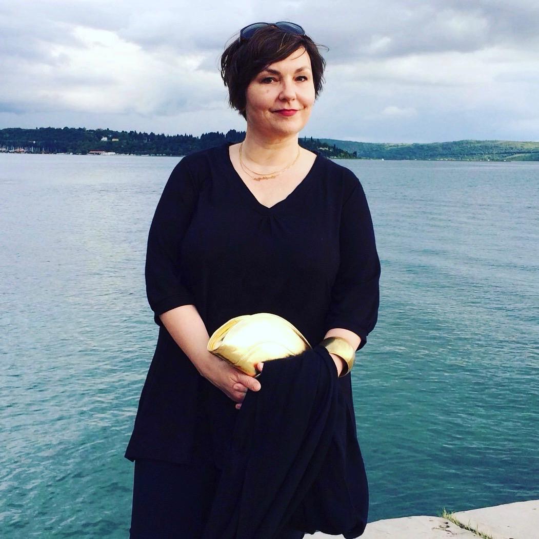 Texterella am Hafen von Portoroz auf dem Weg zum Abendessen. Tasche von Gretchen.