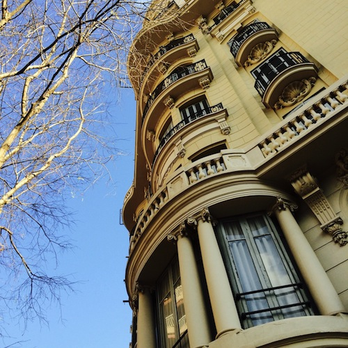 Appartement-Haus in Barcelona mit Balkonen