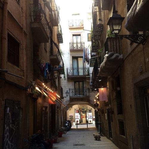 Gasse in der Altstadt von Barcelona