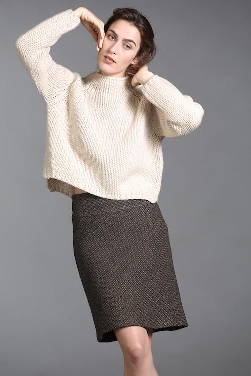 Cremefarbener Pullover und Tweed-Rock von Lanius