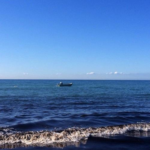 Strand bei Ahrenshoop bei strahlend blauem Himmel