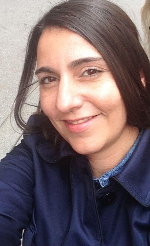 Emma Melzer: Selfie in Dunkelblau
